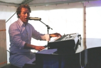 Pianist, Accordeonist, Zanger Lodewijk van der Linden